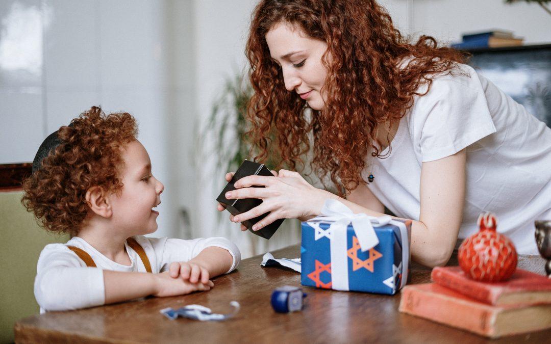 Hvad skal jeg give i gave til et barn, der har alt?